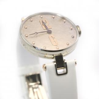 Kovácsolt számlapos női óra